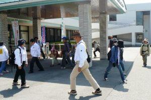 150510 (レポート)散歩道「亜麻の花とオープンガーデン」